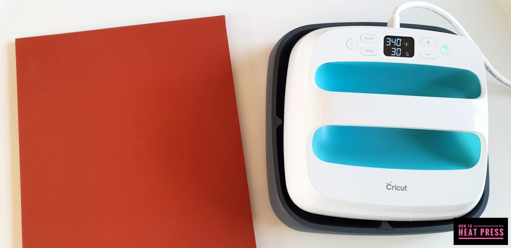 the cricut easypress and silicon mat